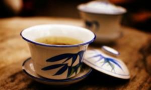 盖碗茶:茶桌上的天地人和